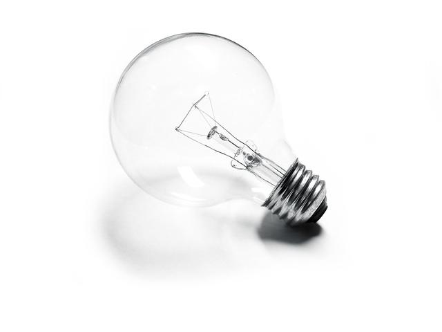 vláknová žárovka z čirého skla